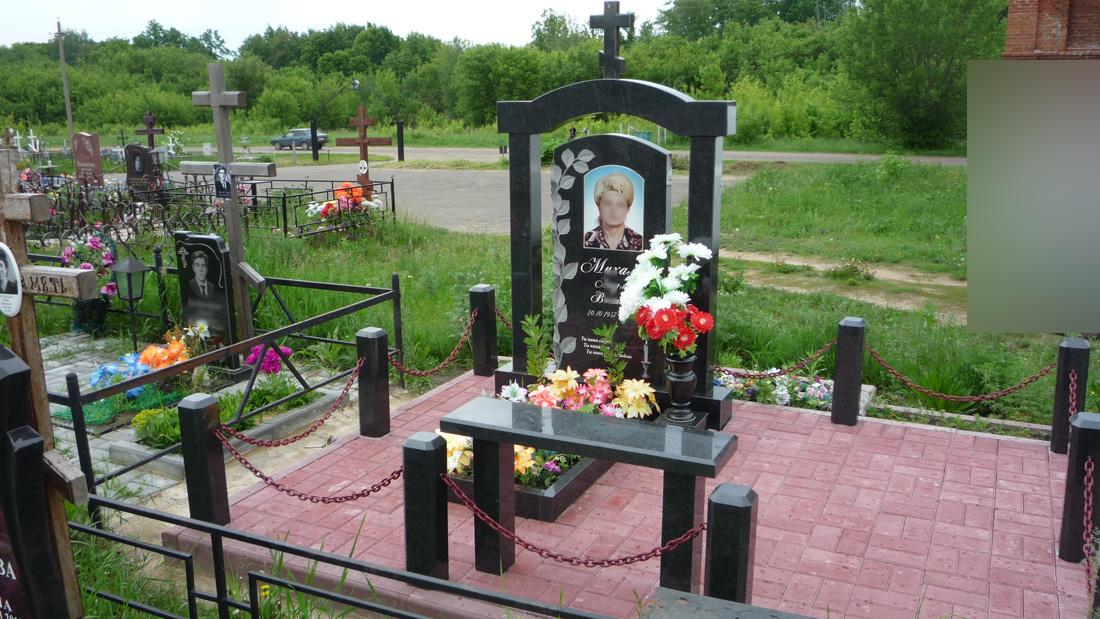 Гранитный памятник + плитка Лужки