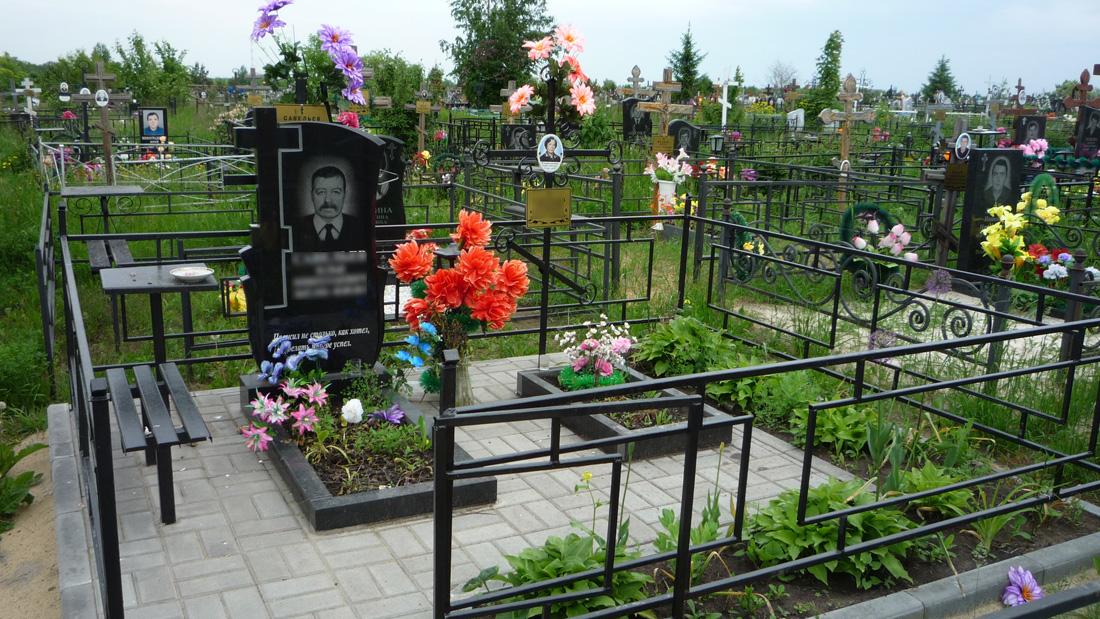 Гранитный памятник и тротуарная плитка Полынковское кладбище