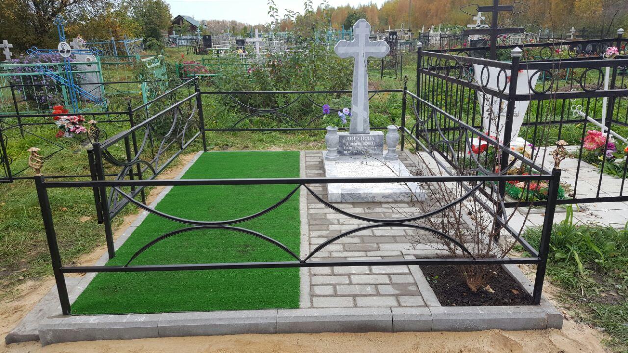 Мраморный крест+плитка и трава